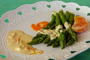 Asparagus with dipping sauce