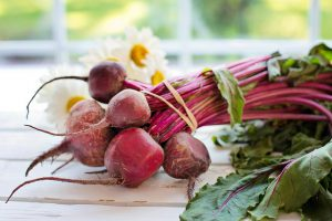 Beets with leaves.