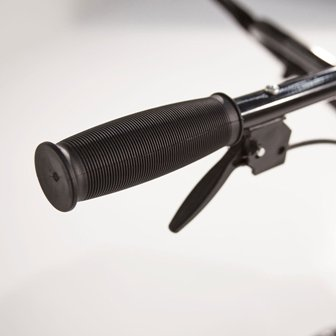 The Earthquake MC43 has 2-handed bicycle style handles with mushroom grips.