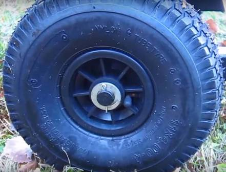 YARDMAX YW7565 - pneumatic, all terrain tires.