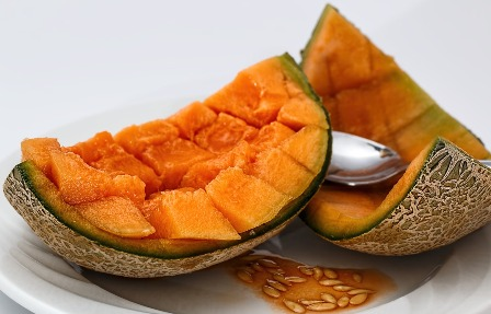 Freeze dry cantaloupe that can not be eaten while still fresh.