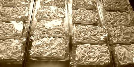 Leave Udon noodles in their original packaging when freeze drying.